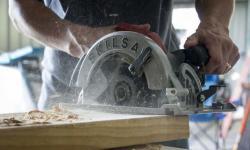 Skilsaw-Magnesium-sidewinder-saw-cutting-770x472.jpeg