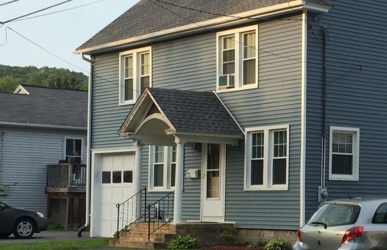 Image of house with vinyl siding